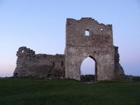 Остатки арочных ворот на замковой горе
