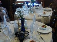 Завершающий аккорд в виде праздничного обеда в стиле средневековья ждал нас в ближайшем ресторане